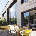szaro-czarna elewacja nowoczesnego domu