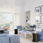 Salon jest jasny, przestronny, z wyjściem na duży taras. Salon, jak cały dom, urządzono prosto, stylowo, ale lekko..