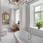 biała łazienka styl pałacowy