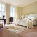 Pomysł Lorenzo Belliniego – łóżko Downtown z buku fornirowanego czereśnią, ok. 13 800 zł (bez stelaża i materaca), Selva