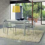 Projektanci Claudio Dondoli i Marco Pocci to zgrany duet. Z ich wspólnej pasji powstały aluminiowe krzesła You i