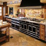 Słynna kuchnia Château firmy La Cornue - podobną miał Pablo Picasso. Do wyboru 25 kolorów. Cena - 87 700 zł. ART DE VIVRE
