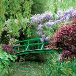 Słynny most Monet zaprojektował, wzorując się na japońskim drzeworycie.