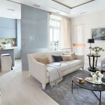 Sofa marki Softhouse, poduszki SML Concept i Decolor, stolik z marmurowym blatem z NAP.