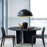 Stół Tobi-Ishi, B B Italia. 30 stołów do jadalni z blatami z drewna, kamienia i szkła