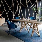Stół drewniany, Roche Bobois. 30 stołów do jadalni z blatami z drewna, kamienia i szkła