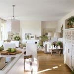 aranżacja kuchni biała z drewnianym blatem