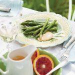 Szparagi z sosem maltańskim. Wiosenne przepisy
