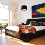Tapicerowane tkaniną Slide Onyx łóżko Paris de Lux, od 2299 zł.
