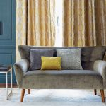 Tkaniny od Jane Churchill: sofa Calino, poduszki Calino i Mela, w tle zasłona Carus, IMPRESJE HOME COLLECTION