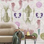 kolorowa tapeta w salonie