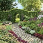 duży ogród floksy  pysznogłówki, żurawki
