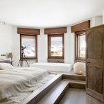 Żeby powstało jacuzzi wpuszczone w podłogę nie trzeba było kuć stropów - wystarczyło zbudować podest, na którym znalazło się