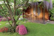 Przepis na ogród japoński? Kiście fioletowych glicynii i bzów oraz olbrzymie kępy misternie przyciętych azalii