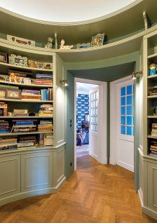 biblioteka vintage w nowoczesnym wnętrzu