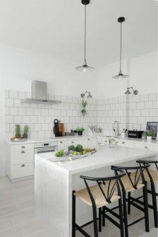 Biała kuchnia w stylu skandynawskim