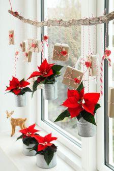 Jak udekorować okno na święta: pomysł na świąteczną dekorację okna