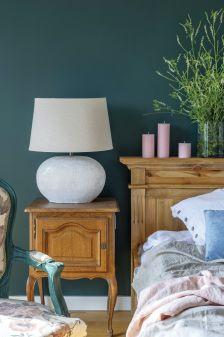 zielona ściana w sypialni