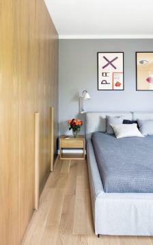 nowoczesna sypialnia z dużą szafą