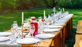 5 punktów idealnego przyjęcia w ogrodzie dla rodziny i przyjaciół