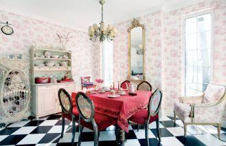 Tapety ze scenkami rodzajowymi w ulubionym przez właścicieli różowym kolorze.