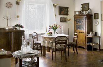 Przed wojną rodzina, do której należała willa, wybudowała ją na kredyt i żeby go spłacić, dom wynajmowała letnikom.