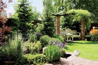 Altana w ogrodzie. Ogród zadumany
