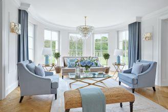klasyczne wnętrza w pastelowym błękicie