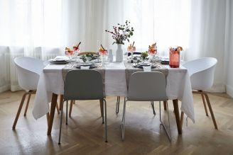 Świąteczny stół w dwóch stylizacjach w fińskim stylu