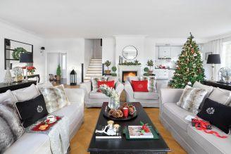 czerwono-srebrne dekoracje na Boże Narodzenie
