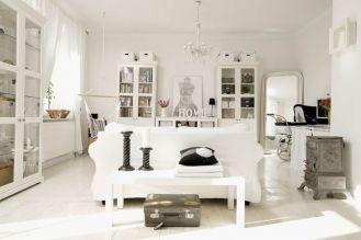 Biały salon zainspirowany paryskimi mieszkaniami.