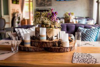 jesienne dekoracje drewno i świece