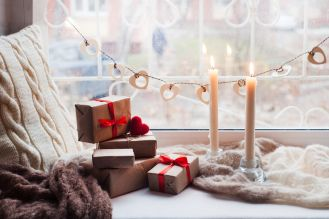 ozdoby świąteczne na oknie