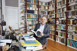 Gdzie mieszka i pracuje Marek Bieńczyk.