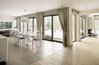 Można siedzieć w salonie i kontemplować zimowy krajobraz za oknem.
