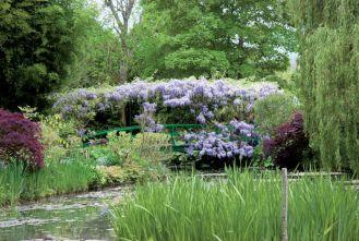 To ten mostek możemy podziwiać na płótnach Claude Moneta.