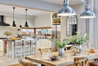 Właściciele uwielbiają gotować dla gości. Dom urządzili tak, by móc to robić jak najwygodniej i jak najczęściej.