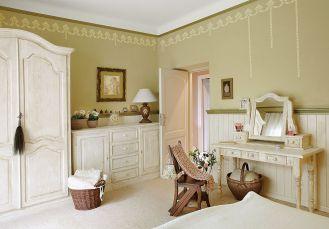 Jeśli kokardki namalujecie w sypialni nad łóżkiem, będą wyglądały jak romantyczny baldachim, jeśli zrobicie z
