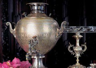 Herbata po rosyjsku - jeśli czaj, to koniecznie z samowaru, podany w szklance z koszyczkiem.