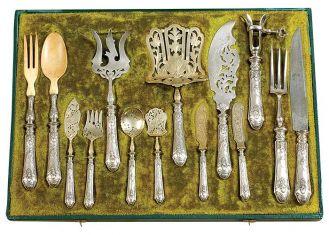 Komplet sztućców do ryb, Francja, Paryż, ok. 1900 r., cw 5900 zł, niesprzedane, OSTOYA.