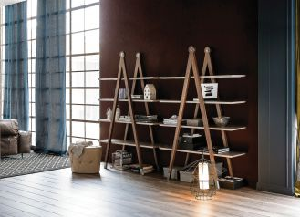 GIOTTO, inspirowany cyrklem, na nogach z litego drewna orzechowego, 11 375 zł, CATTELAN ITALIA, interstyle.pl