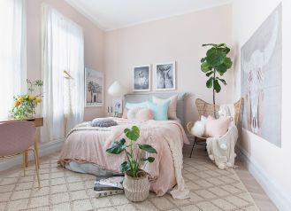 różowe ściany w sypialni