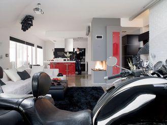 Czerń i motocykl na Alternatywie 4. Męski apartament