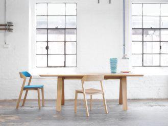 Stół Stelvio oraz krzesło Merano. TON