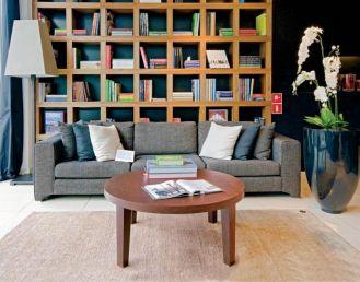Sofa Canberra nawiązuje stylem do lat 20. Zapłacimy za nią 6000 zł. COMFORTY LIVING