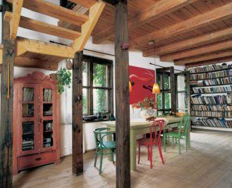 Surowe drewno na podłodze, stropie, schodach...