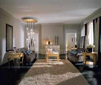Meble z kolekcji Platinum mogą mieć wykończenie złote lub srebrne, lśniące antykowane lub patynowane białe.