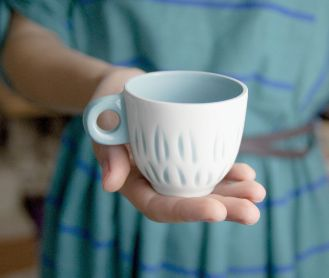 Naczynia muszą dobrze układać się w dłoni.