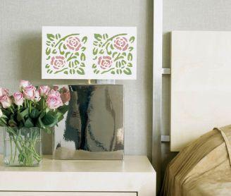 Różanym wzorem można ozdobić abażur lampy.