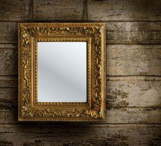 Lustro w antycznej ramie. fot. Shutterstock